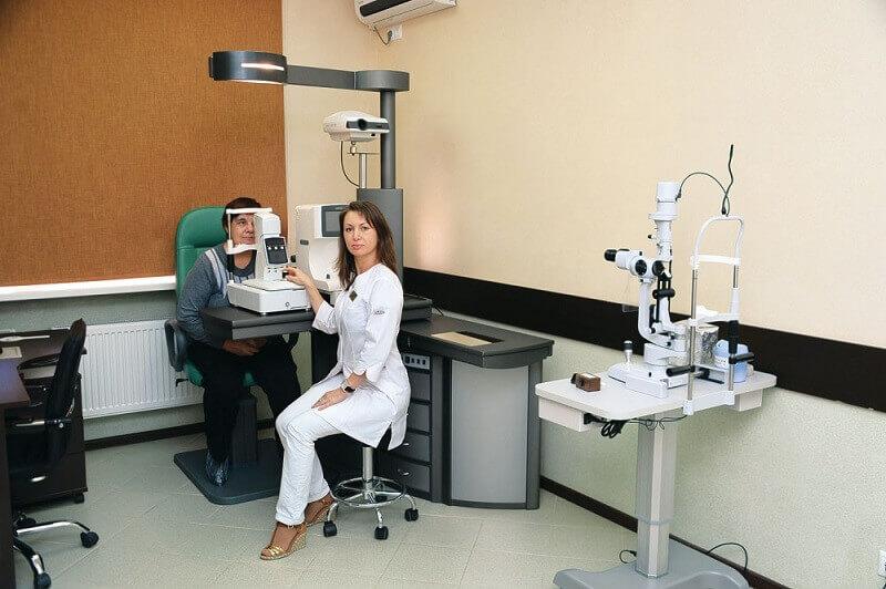 рисовал портреты, картинки кабинет офтальмолога была наша реакция
